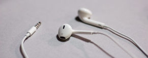 Apple's New EarPods, better looks with improved sound effect